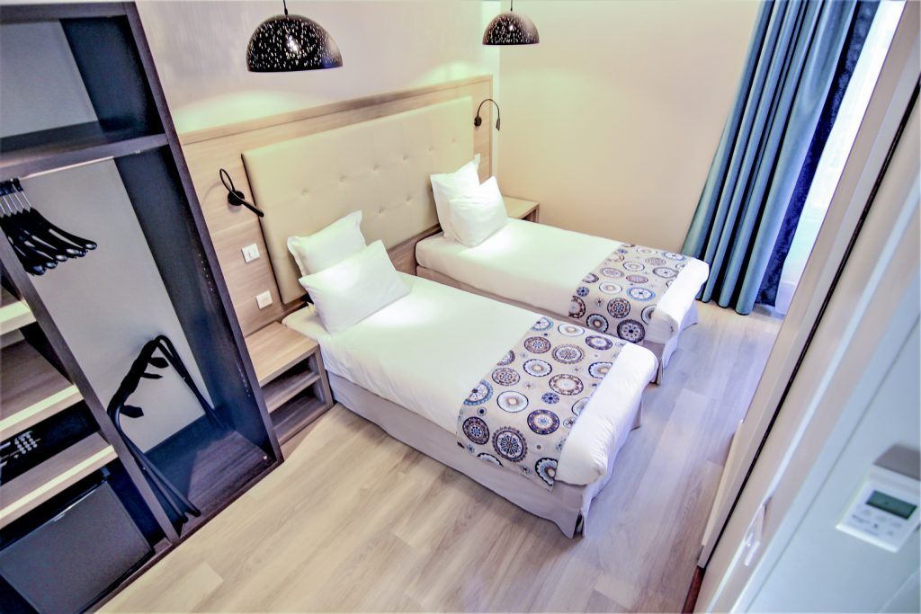 Twin bedroom - standard bedroom - hotel montaigne sarlat