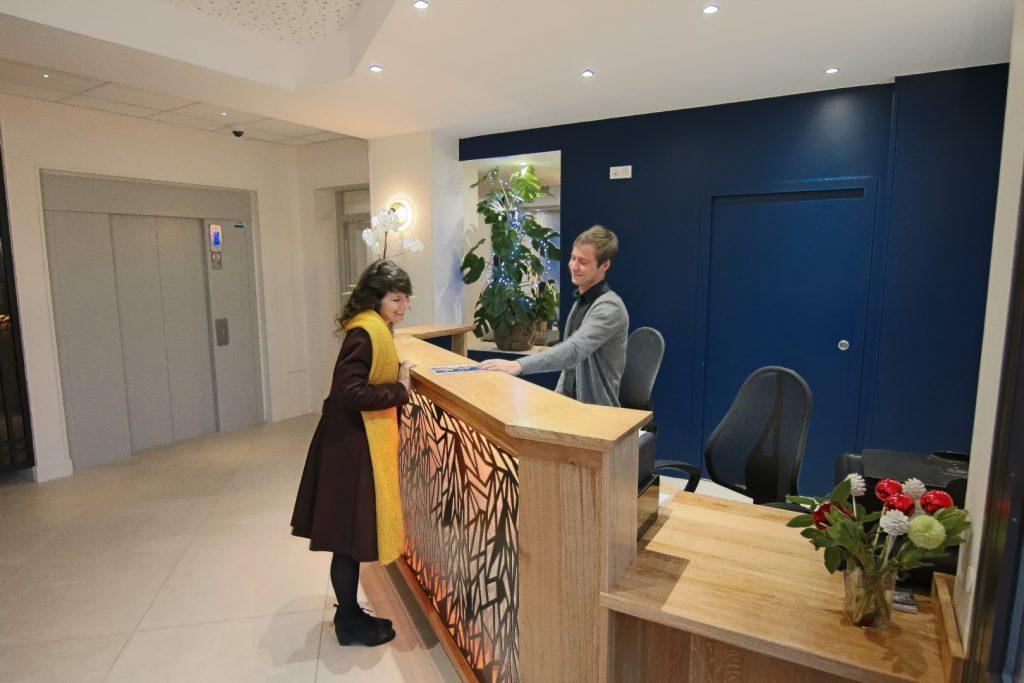 Réception de l'hôtel montaigne de sarlat -