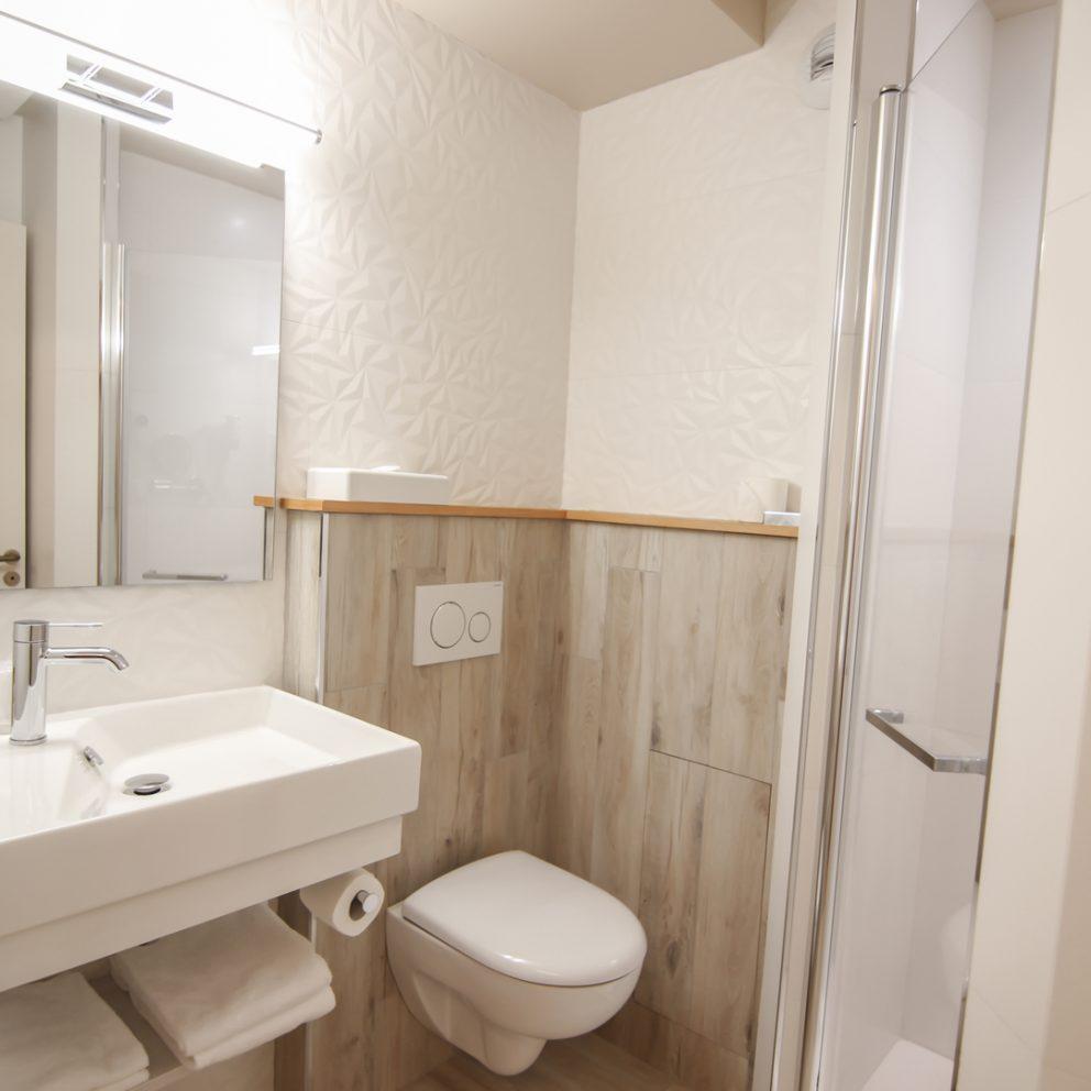 Douche - chambre easy - hotel montaigne sarlat