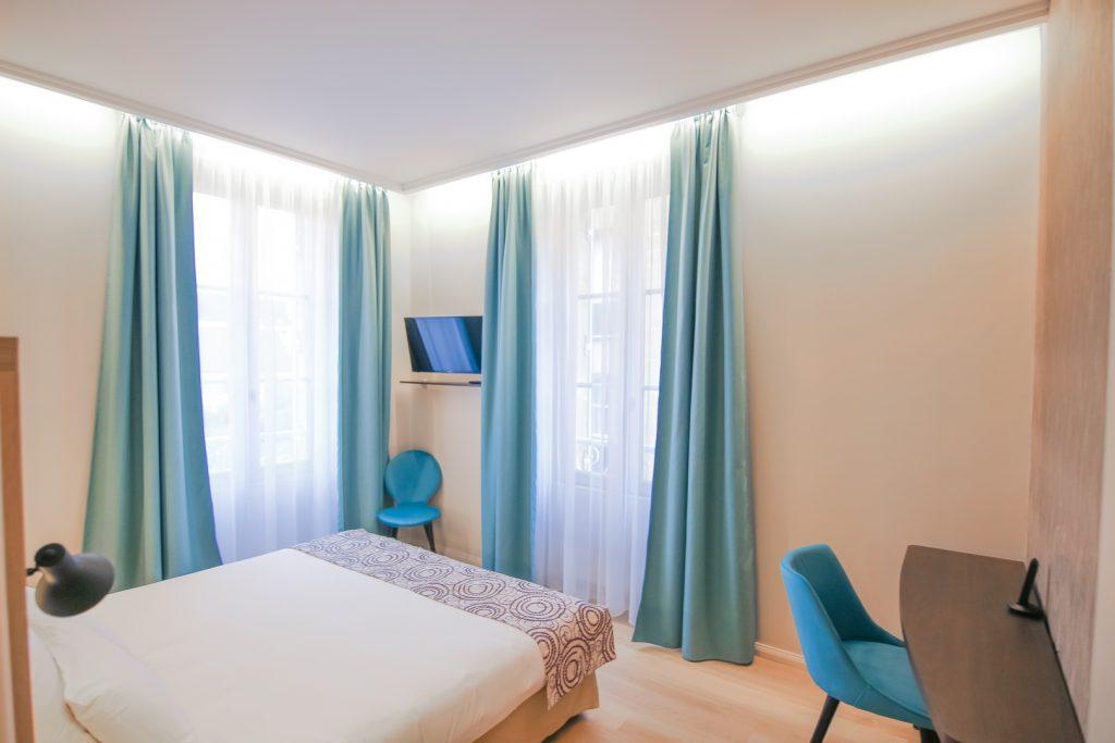 Grande chambre familiale communicante, lit double, hotel montaigne sarlat