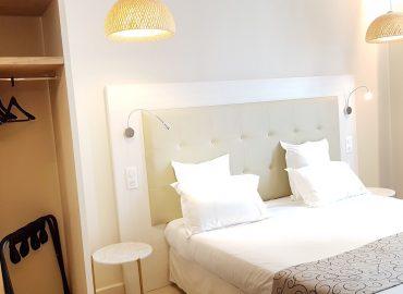 Lit et rangements appart hôtel Montaigne Sarlat