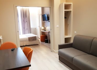Salon et chambre Appart Hotel Montaigne Sarlat